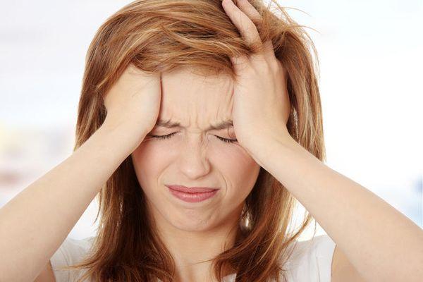 При укусе клеща могут наблюдаться головные боли