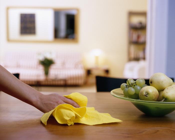 Процесс уборки в квартире