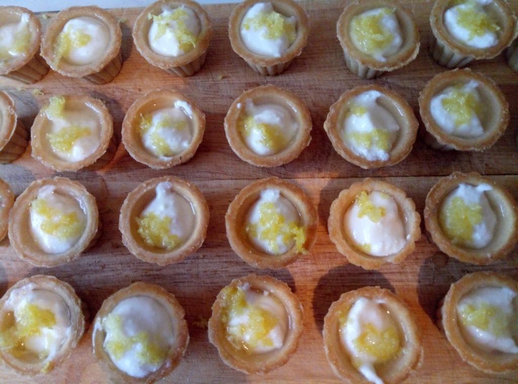 Лимонные тарталетки с творогом