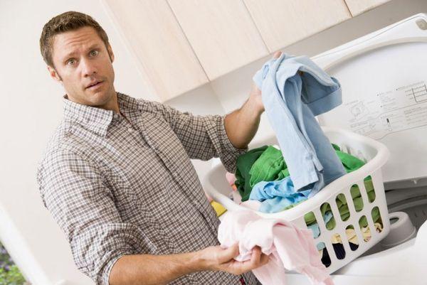 При появлении чесоточных клещей нужно почистить одежду