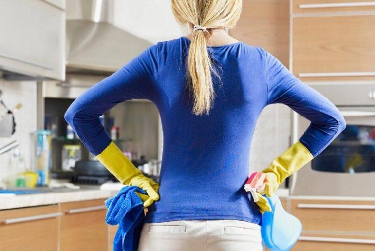 Домохозяйка ищет причину неприятного запаха