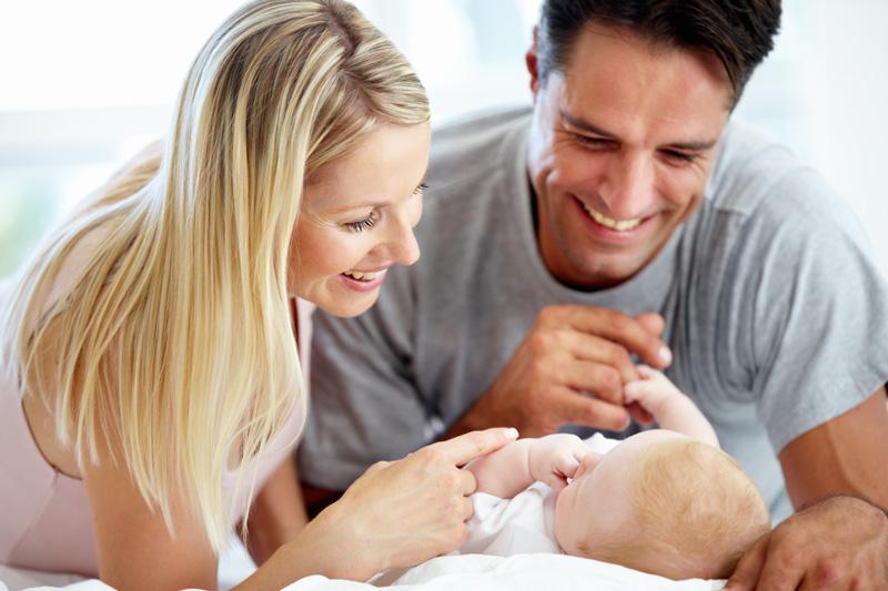От чего у новорожденного на лице много маленьких прыщичков? Лечится ли это?