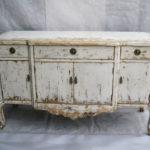 Старый стол с неприятным запахом