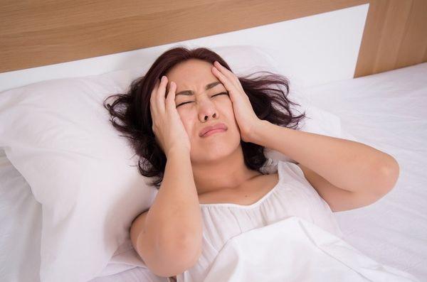 Энцефалит сопровождается головными болями