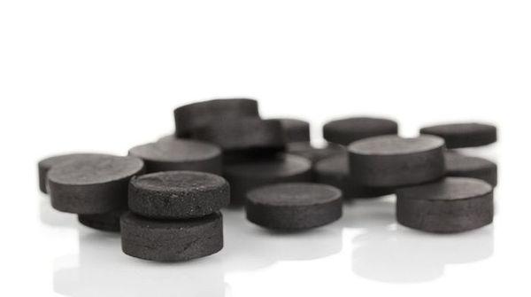 Активированный уголь хорошо устраняет неприятные запахи