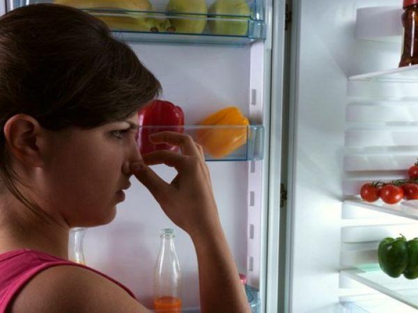 Стоит также выяснить причину плохого запаха в холодильнике