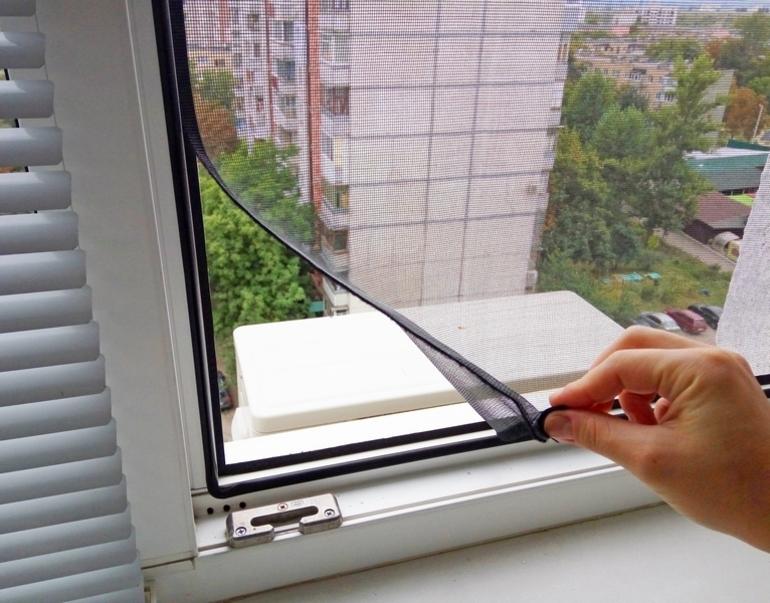 Монтаж сеток на окна