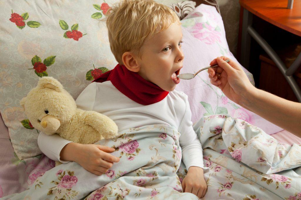 Чем лечить кашель ребенку?
