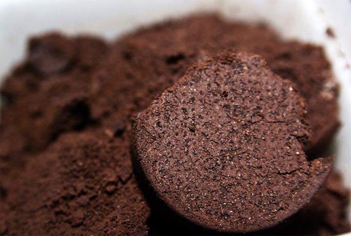 Кофейная гуща против муравьев
