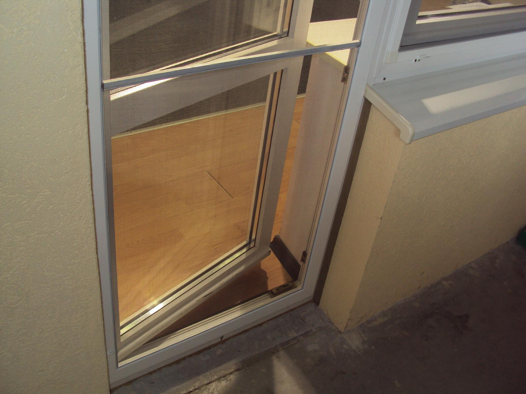 Москитная сетка на дверном проеме