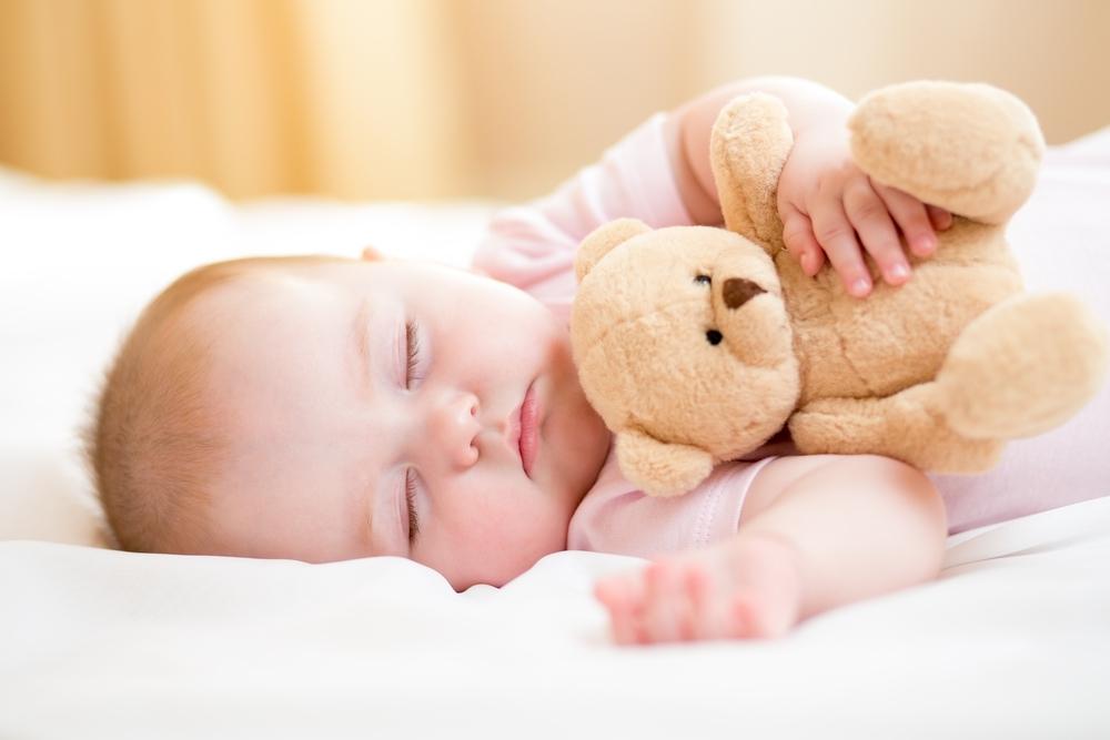 Стоит ли новорожденного будить для кормления днем и ночью?
