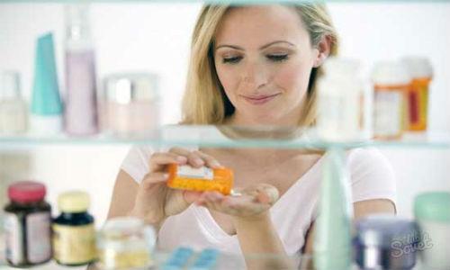 Девушка с лекарствами