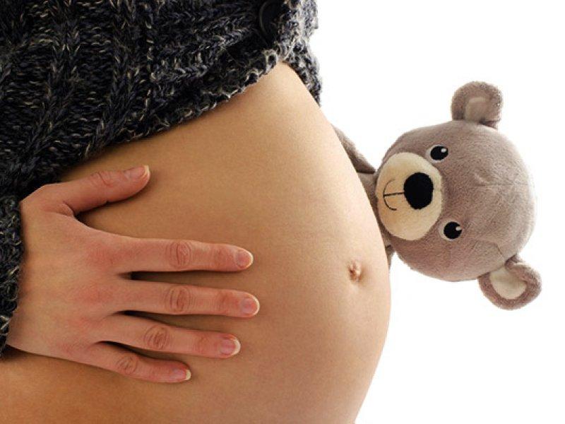 На каком сроке ребенок начинает шевелиться?