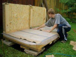 строительство деревянной будки
