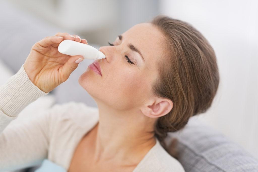 Заложенный нос во время беременности на ранних и поздних сроках: что делать и чем лечить?