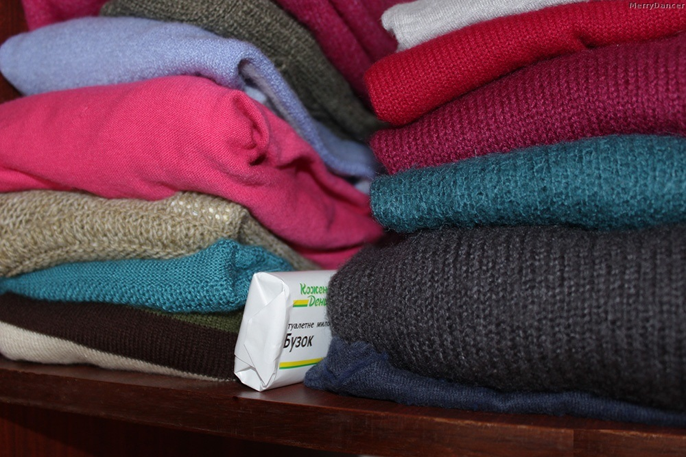 Кусочек мыла в шкафу для борьбы с неприятным запахом