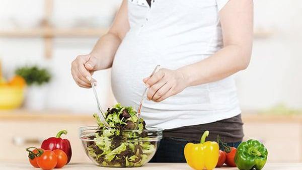 Почему беременную мучает запор? Как избавиться от запора во время беременности?
