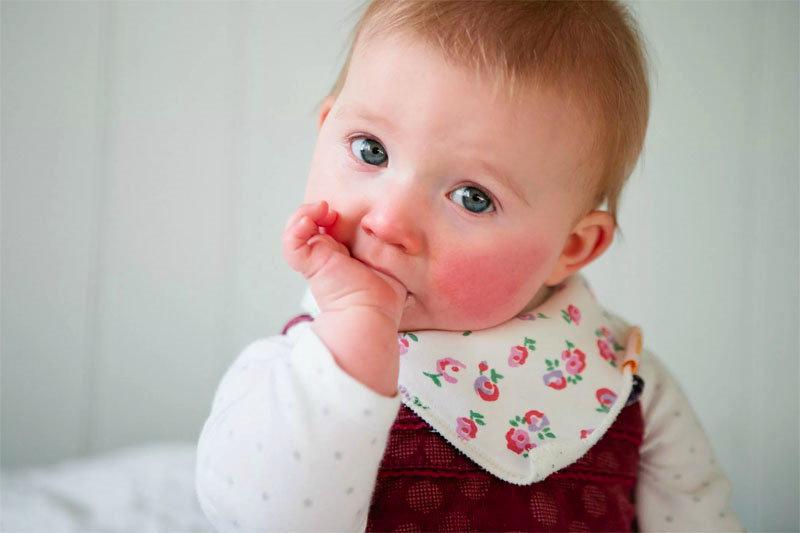 Какие прививки делают новорождённому до года?