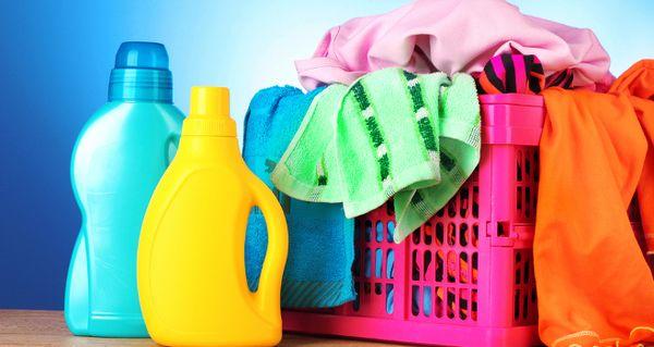 Качественный стиральный порошок справится с запахом бензина