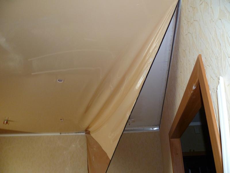 Частичный демонтаж натяжного потолка