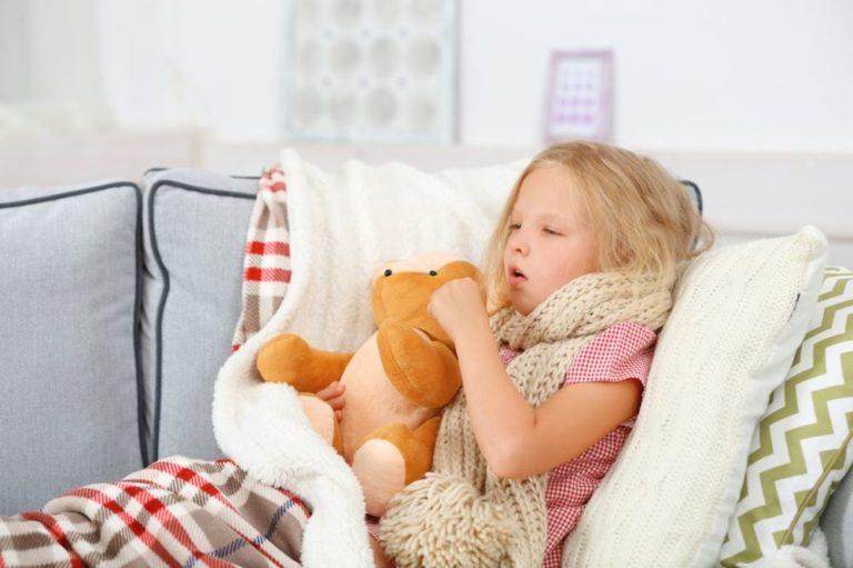 Чем лечить кашель и красное горло у ребенка?
