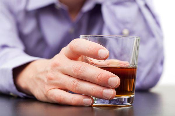 Перед прививкой запрещено употреблять алкоголь!